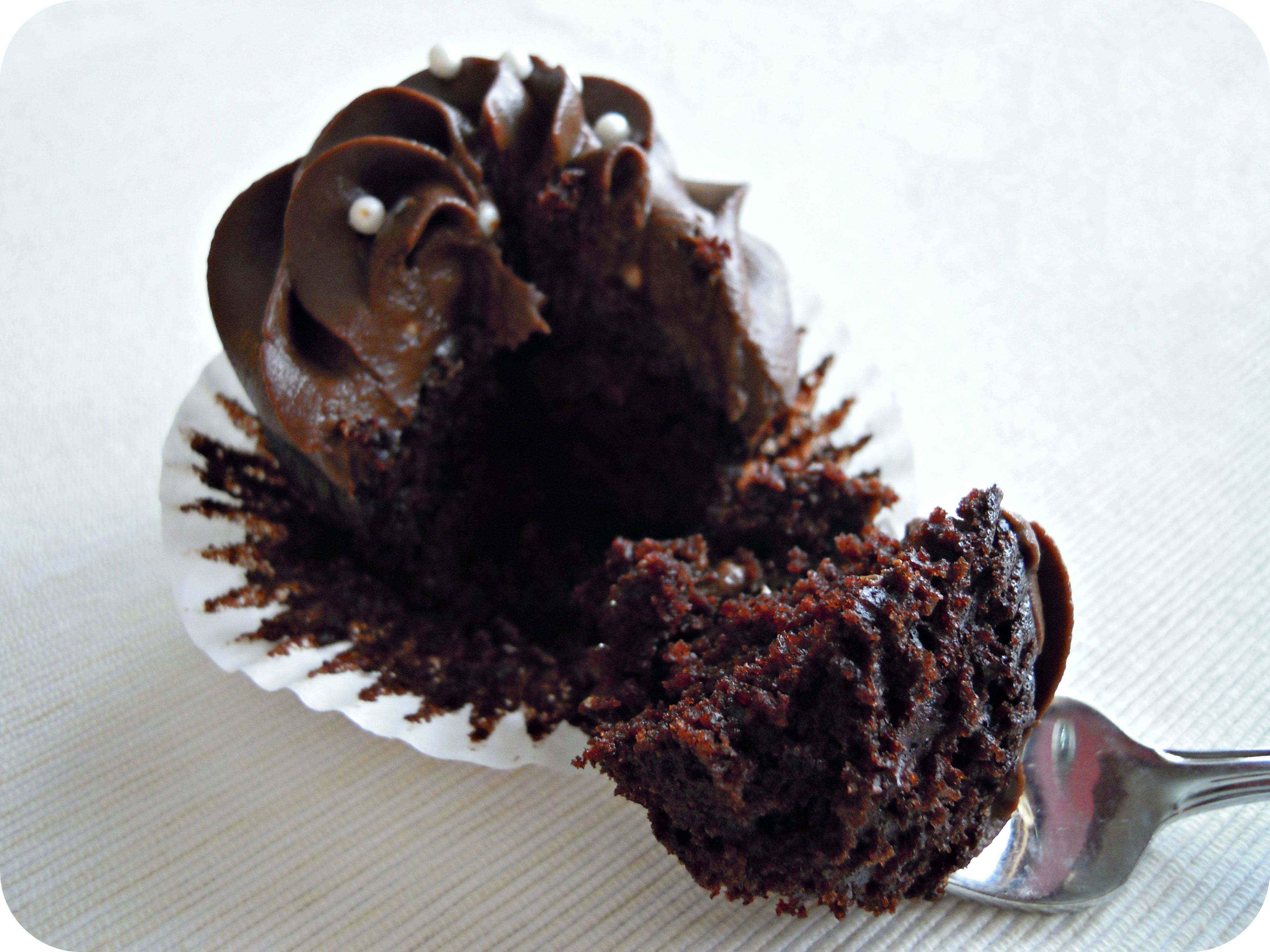 Vegan Chocolate Cupcakes with Chocolate Avocado Frosting |