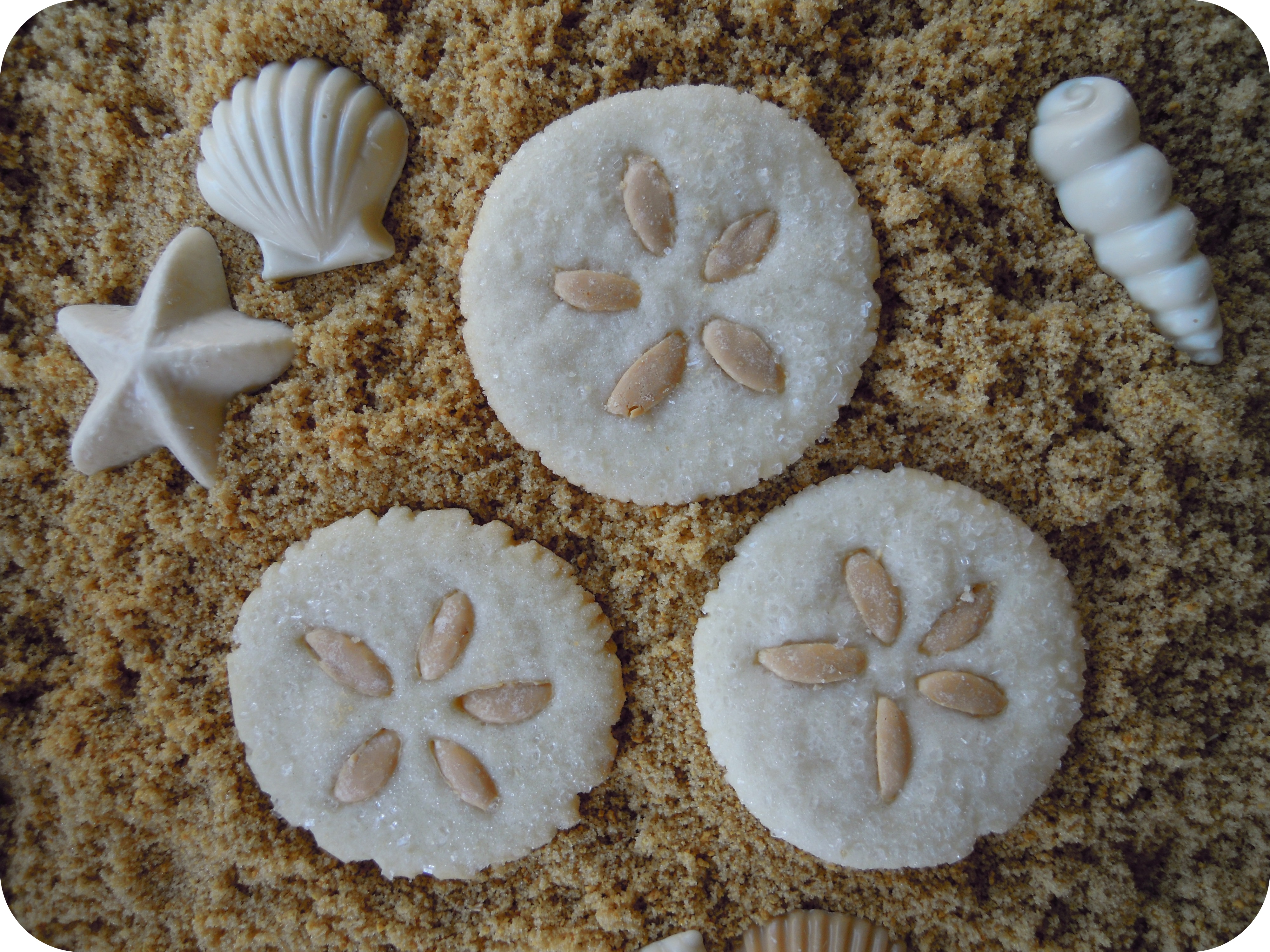how to make edible sand for cakes